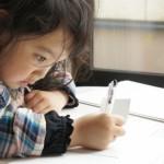 小学校に入学する子供に学習机は必要か?